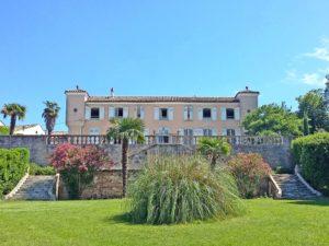Saint-Jean-des-Plats Séjournez dans un château familial du XVIIIème siècle rien que pour vous