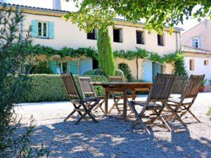 Saint-Jean-des-Plats Une maison de caractère de 140 m², sur un domaine aux arbres centenaires