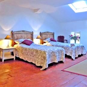 Un Château de 550 m² joliment rénové